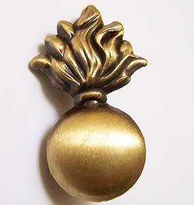 British WW1 collar shoulder badge